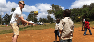 Kibera fred og forsoning med sport og hand the ball