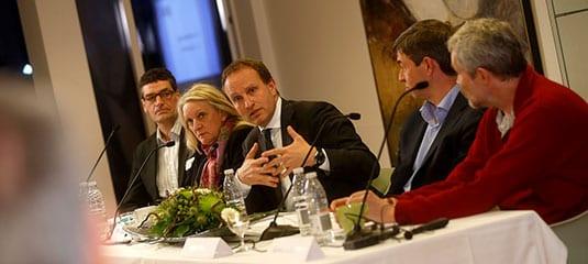 Politikere debattere sammen med VedvarendeEnergi