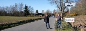 Carsten fra EnergiTjenesten sammen med Peter fra Stjær og hans nye el-cykel